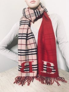 Burberry Burberry Check Scarf with B sign on both sides.