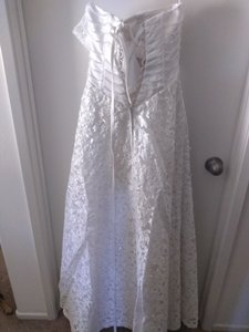 White Lace Crystals With Feminine Wedding Dress Size Petite 4 (S)