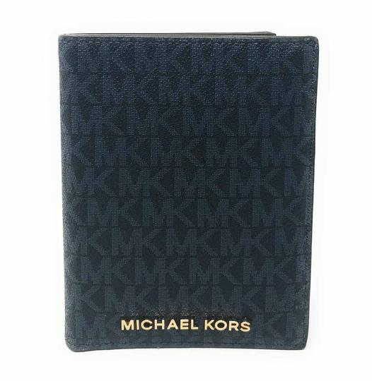 Preload https://img-static.tradesy.com/item/26023278/michael-kors-admiral-jet-set-travel-passport-case-leather-signature-wallet-0-0-540-540.jpg