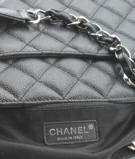 Chanel Leather Tote in Black Image 8