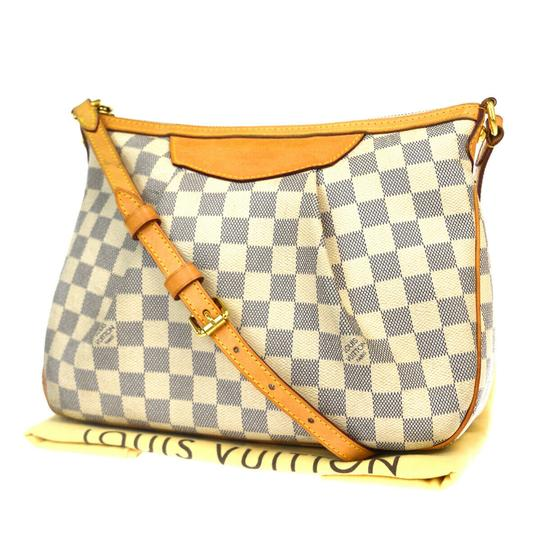 Preload https://img-static.tradesy.com/item/26023644/louis-vuitton-siracusa-pm-white-damier-azur-leather-shoulder-bag-0-0-540-540.jpg