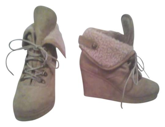 Preload https://item4.tradesy.com/images/icing-tan-wedges-size-us-7-260248-0-0.jpg?width=440&height=440