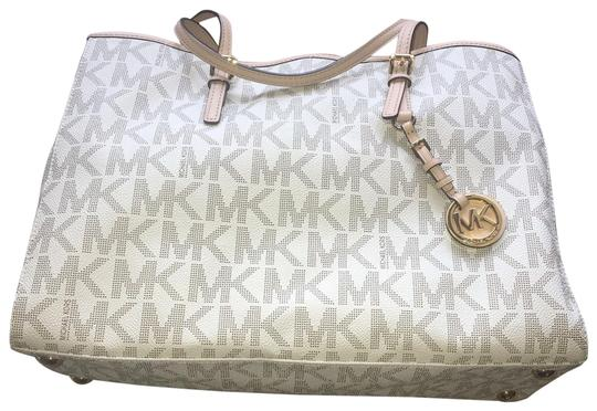 Preload https://img-static.tradesy.com/item/26025496/michael-kors-bag-beige-leather-tote-0-5-540-540.jpg