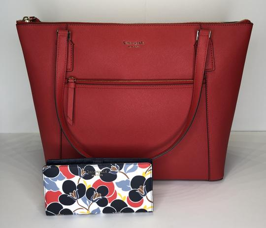 Kate Spade New York Cameron Satchel Pocket Icy Lavender Tote in Hot Chili/Breezy Floral Image 3
