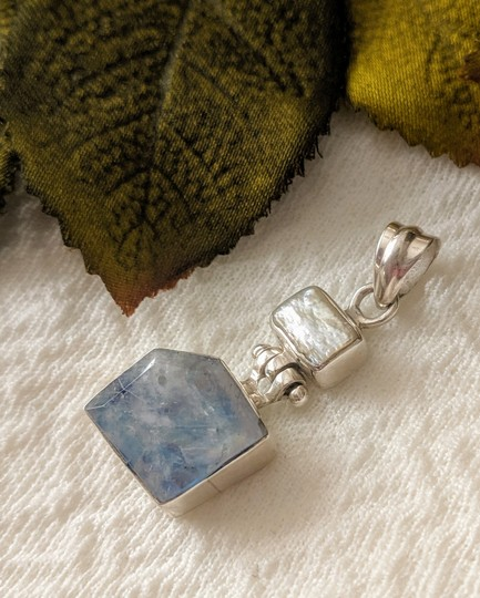 Artisan crafted Artisan Crafted Sterling Labradorite Baroque Pearl Pendant Image 1