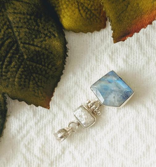 Artisan crafted Artisan Crafted Sterling Labradorite Baroque Pearl Pendant Image 2