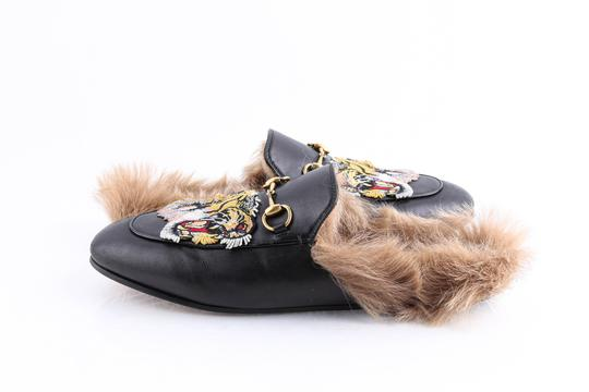 Preload https://img-static.tradesy.com/item/26026846/gucci-black-princetown-slipper-with-tiger-mulesslides-size-us-105-regular-m-b-0-0-540-540.jpg