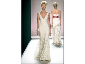 Monique Lhuillier Cream Alencon Lace Miranda Feminine Wedding Dress Size 6 (S)