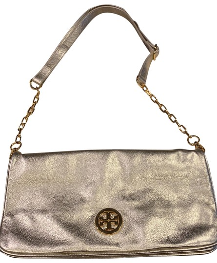 Preload https://img-static.tradesy.com/item/26031049/tory-burch-with-chain-gold-clutch-0-2-540-540.jpg