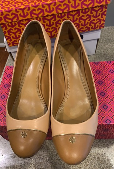 Tory Burch pink shell tan gold leather Pumps Image 1