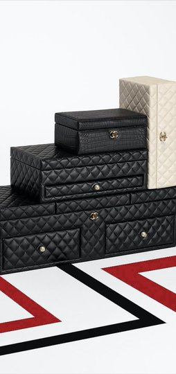 Chanel Jewelry Box Vanity Case Lambskin Leather Quilted Leather Black Clutch Image 5