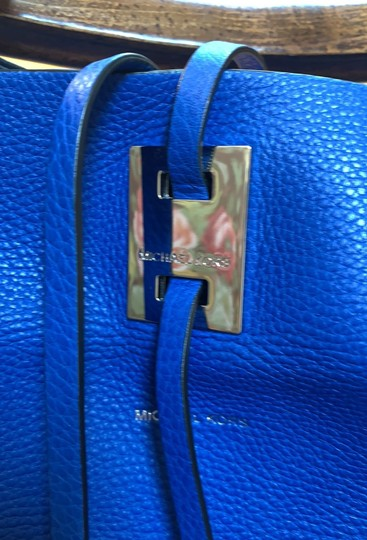 Michael Kors Collection #mirandatote Tote in Royal Blue. Image 3