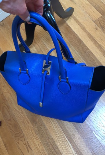 Michael Kors Collection #mirandatote Tote in Royal Blue. Image 7