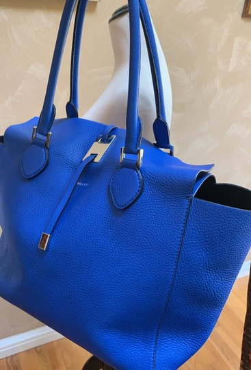 Michael Kors Collection #mirandatote Tote in Royal Blue. Image 9
