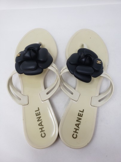 Chanel Jelly Camellia Interlocking Cc Gold Hardware Silver Hardware White Sandals Image 10