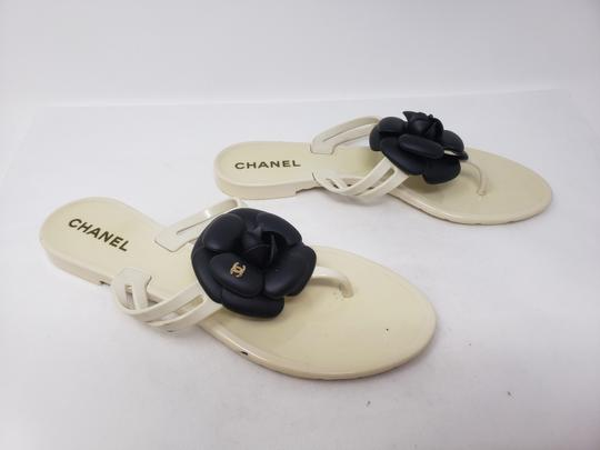 Chanel Jelly Camellia Interlocking Cc Gold Hardware Silver Hardware White Sandals Image 2