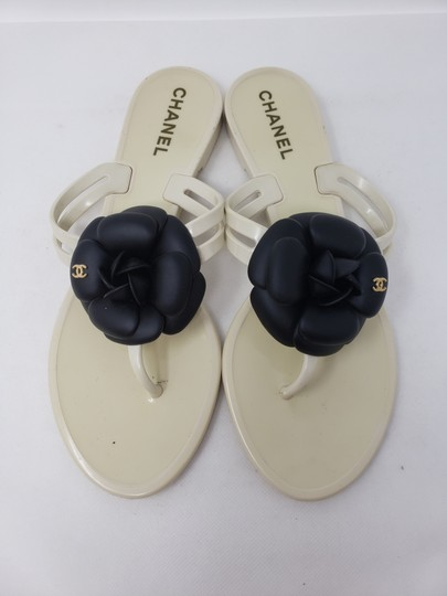 Chanel Jelly Camellia Interlocking Cc Gold Hardware Silver Hardware White Sandals Image 4