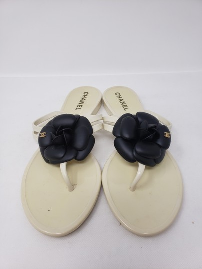 Chanel Jelly Camellia Interlocking Cc Gold Hardware Silver Hardware White Sandals Image 5