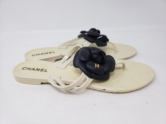 Chanel Jelly Camellia Interlocking Cc Gold Hardware Silver Hardware White Sandals Image 6