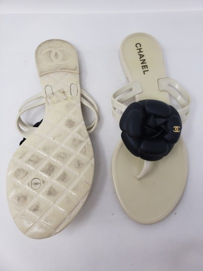 Chanel Jelly Camellia Interlocking Cc Gold Hardware Silver Hardware White Sandals Image 7