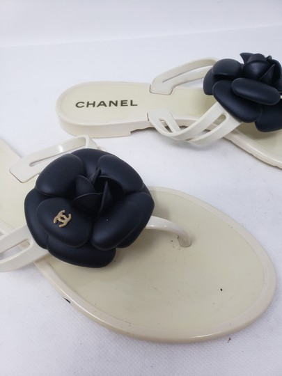 Chanel Jelly Camellia Interlocking Cc Gold Hardware Silver Hardware White Sandals Image 9