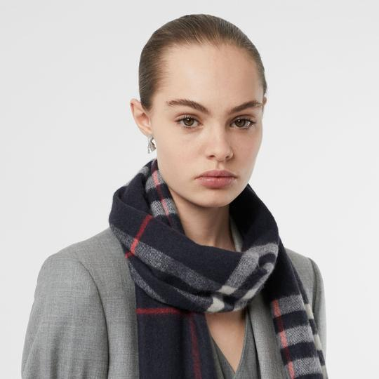 Burberry The Classic Vintage Check Cashmere Scarf Image 3