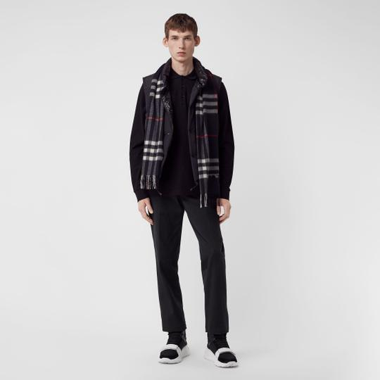Burberry The Classic Vintage Check Cashmere Scarf Image 6