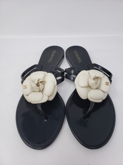 Chanel Jelly Camellia Interlocking Cc Gold Hardware Silver Hardware Black Sandals Image 4