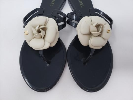 Chanel Jelly Camellia Interlocking Cc Gold Hardware Silver Hardware Black Sandals Image 5