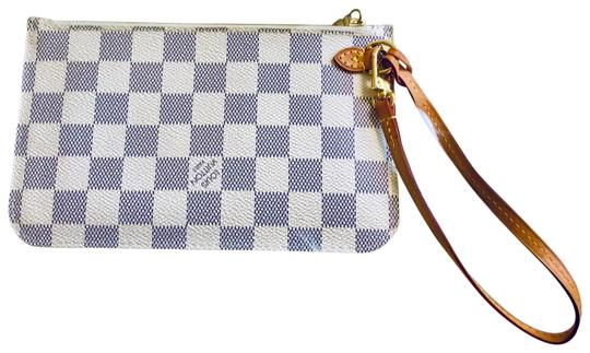 Preload https://item2.tradesy.com/images/louis-vuitton-neverfull-pochette-damien-azur-lim-edition-cream-and-navy-wristlet-26036501-0-2.jpg?width=440&height=440