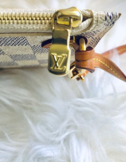 Louis Vuitton Wristlet in cream & navy Image 5
