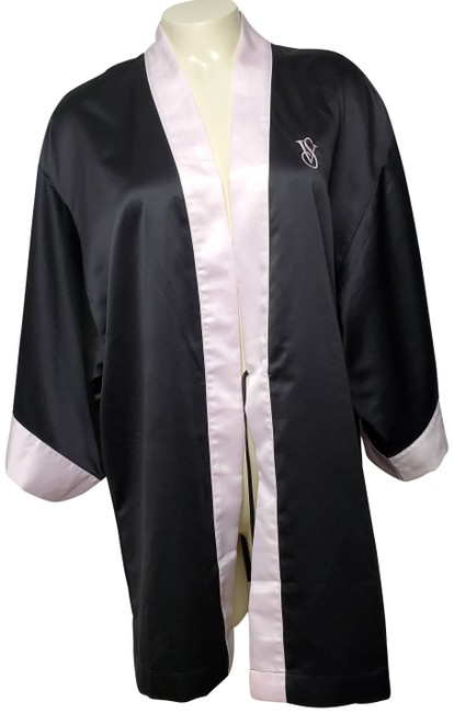 Item - Black Robe with Pink Lining Scarf/Wrap