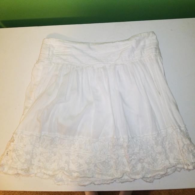 Preload https://item3.tradesy.com/images/american-eagle-outfitters-white-skirt-size-8-m-29-30-26039617-0-3.jpg?width=400&height=650