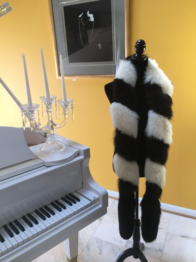 Other Fox fur scarf Image 1