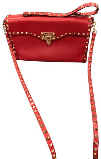 Preload https://img-static.tradesy.com/item/26039678/valentino-rockstud-red-leather-cross-body-bag-0-2-540-540.jpg