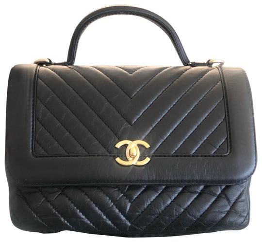 Preload https://img-static.tradesy.com/item/26039721/chanel-classic-flap-chevron-quilted-medium-with-handle-rare-lambskin-leather-shoulder-bag-0-3-540-540.jpg
