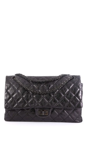 Preload https://img-static.tradesy.com/item/26039737/chanel-classic-flap-255-reissue-quilted-on-black-calfskin-leather-cross-body-bag-0-0-540-540.jpg