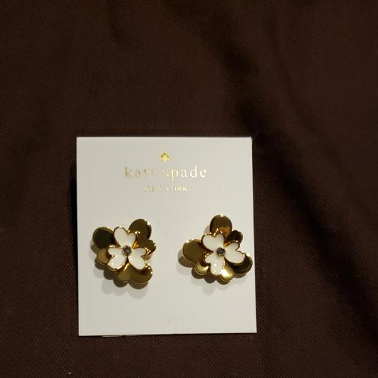 Preload https://item1.tradesy.com/images/kate-spade-goldwhite-pansy-blossoms-earrings-26039875-0-0.jpg?width=440&height=440