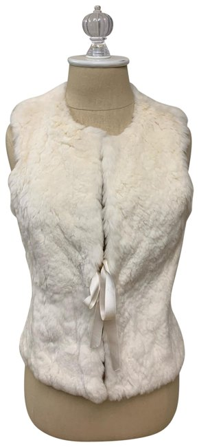 Preload https://img-static.tradesy.com/item/26040064/theory-white-fur-with-bow-closure-vest-size-4-s-0-4-650-650.jpg
