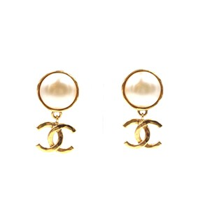 Chanel CC drop logo White pearl Gold Earrings Clip On