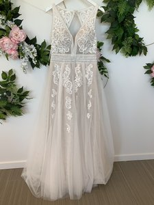 Essense of Australia Ivory/Moscato/Porcelain Lace Tulle Organza D2607 Modern Wedding Dress Size 12 (L)