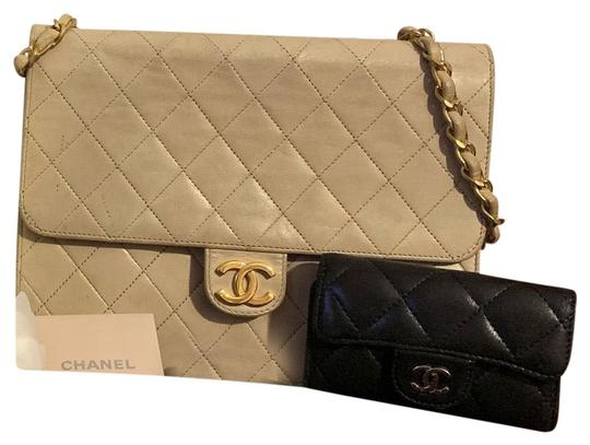 Preload https://img-static.tradesy.com/item/26055380/chanel-w-classic-quilted-w-push-lock-in-gold-and-6-key-wallet-beige-and-black-lambskin-leather-shoul-0-2-540-540.jpg