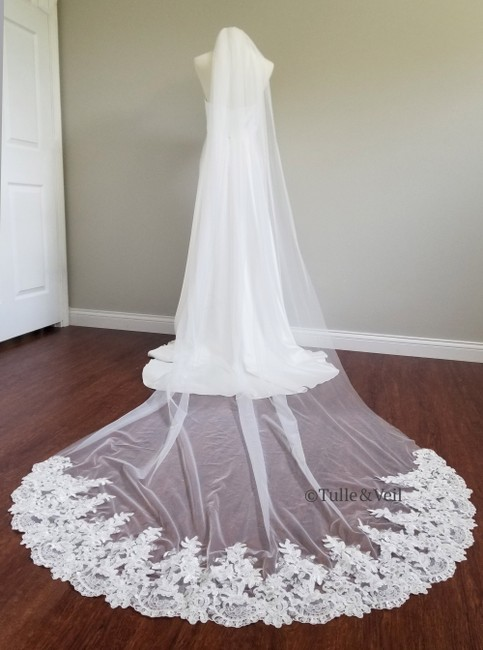Unbranded Ivory Long Single Tier Lace Bridal Veil Unbranded Ivory Long Single Tier Lace Bridal Veil Image 1