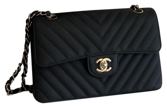 Preload https://img-static.tradesy.com/item/26056015/chanel-classic-flap-chevron-small-black-matte-light-gold-hardware-leather-caviar-shoulder-bag-0-1-540-540.jpg