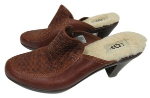 UGG Australia Brown Leahter Mules