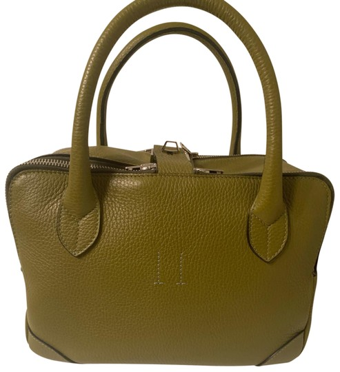 Preload https://img-static.tradesy.com/item/26058567/golden-goose-deluxe-brand-equipage-handbag-in-pebbled-leather-tote-0-1-540-540.jpg