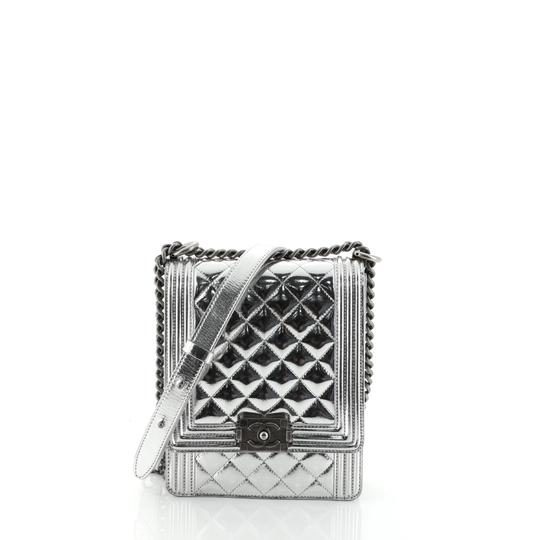Preload https://img-static.tradesy.com/item/26059139/chanel-classic-flap-boy-north-south-quilted-small-metallic-silver-calfskin-leather-clutch-0-0-540-540.jpg