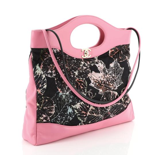 Chanel Satchel in pink Image 2