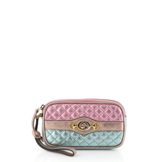 Preload https://img-static.tradesy.com/item/26059693/gucci-trapunata-wristlet-quilted-laminated-multicolor-leather-clutch-0-0-540-540.jpg