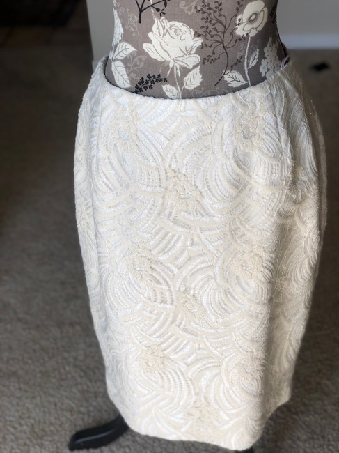 Item - Off-white Lace/Silk Bugle Beaded Traditional Bridesmaid/Mob Dress Size 10 (M)